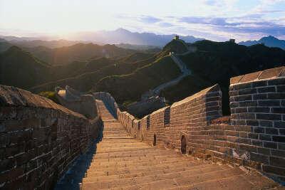посетить китайскую стену.