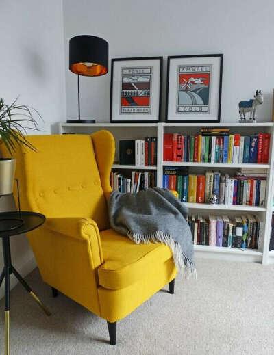 Уютное красивое кресло