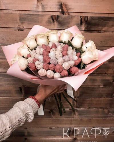 Букет цветов с клубникой в шоколаде