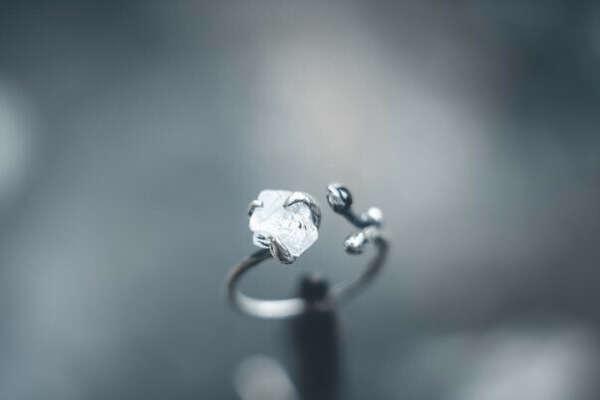 Кольцо с кварцем и шпинелью