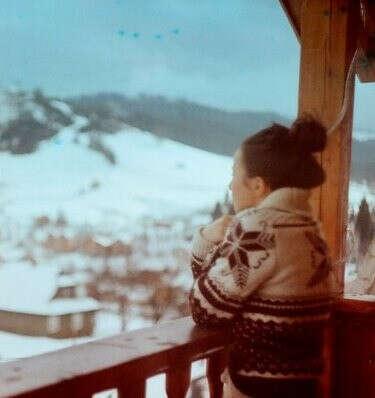 Романтическое фото на фоне гор