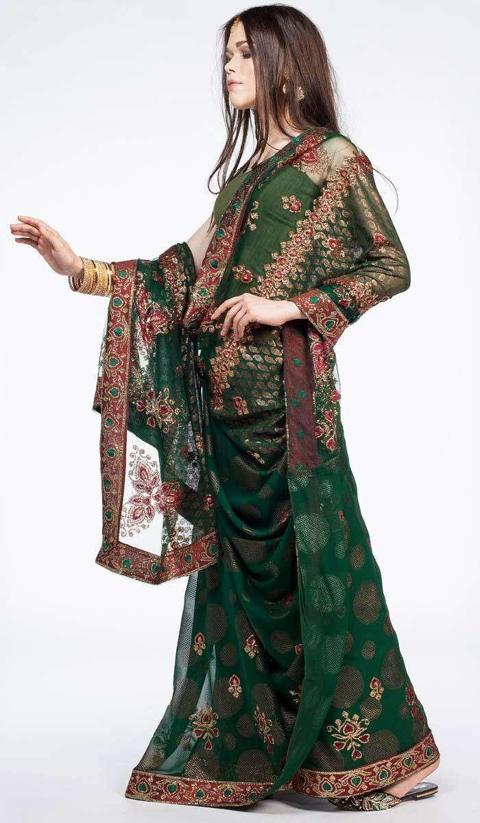 Индийское сари зеленого цвета