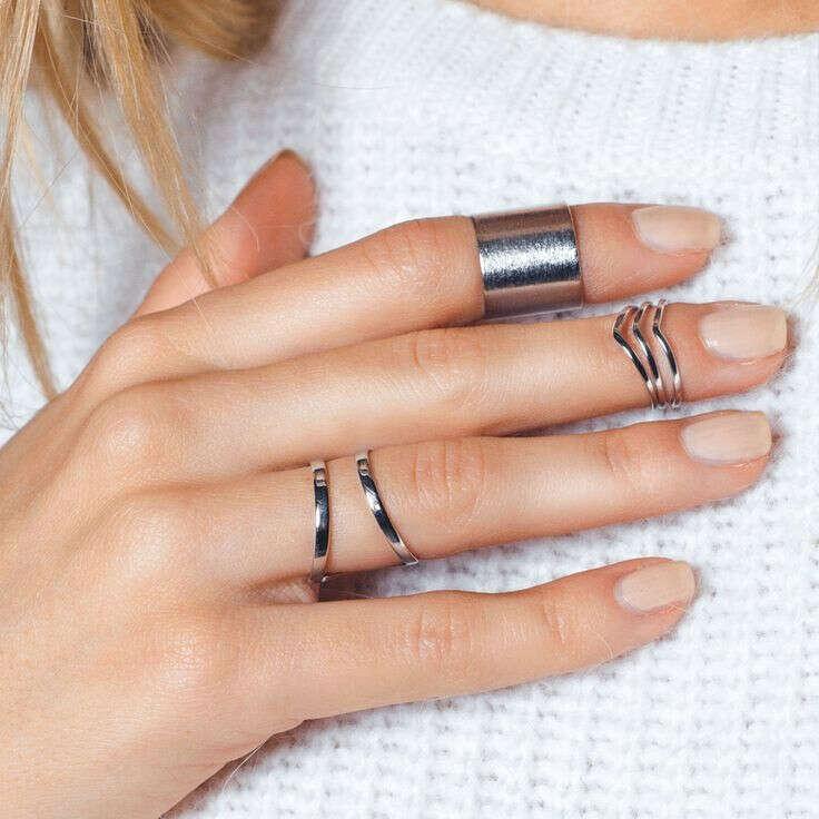 Набор минималистичных серебряных колец