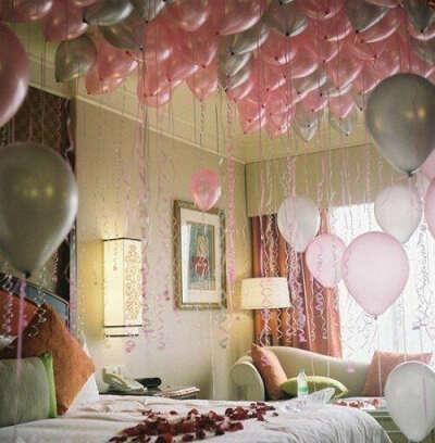 проснуться в комнате с воздушными шарами