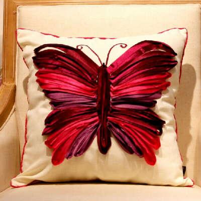 Наволочка для подушки с красной бабочкой