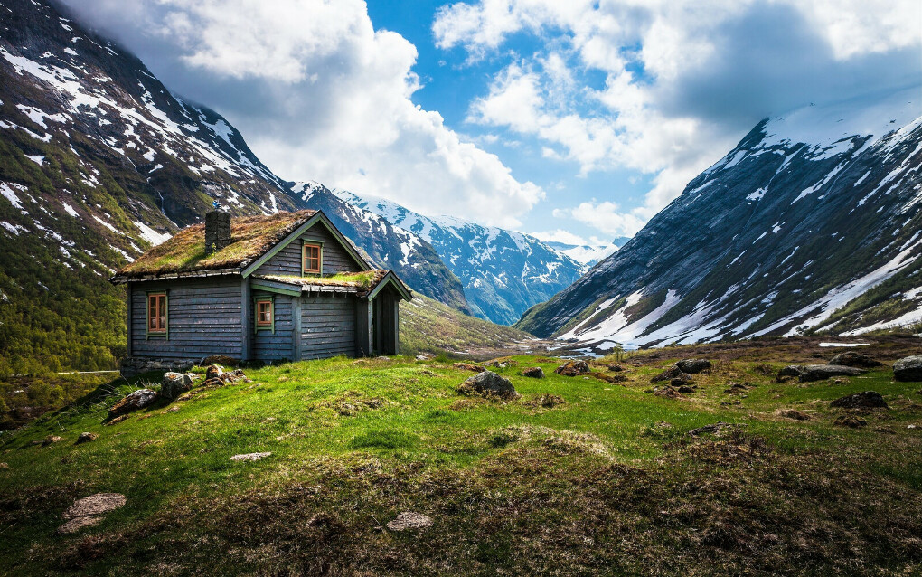 Поехать в Норвегию и Исландию