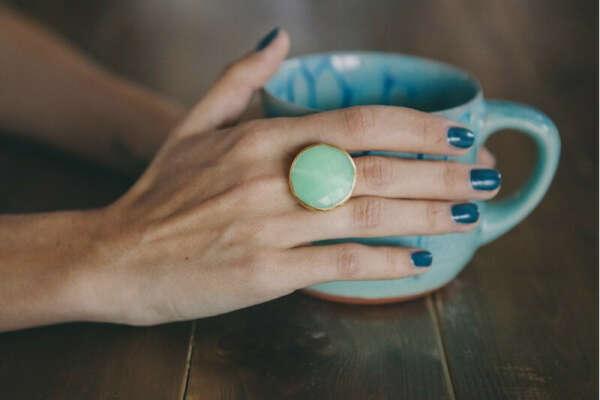кольцо с нежно-зелёным агатом