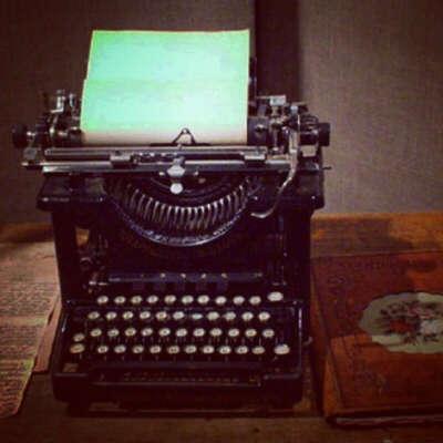Печатную машинку.