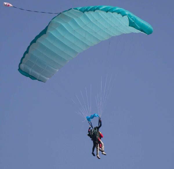 Прыгнуть с парашютом с любимым человеком