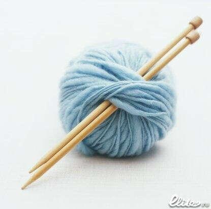Набор для вязания. Спицы, крючок и пряжа.