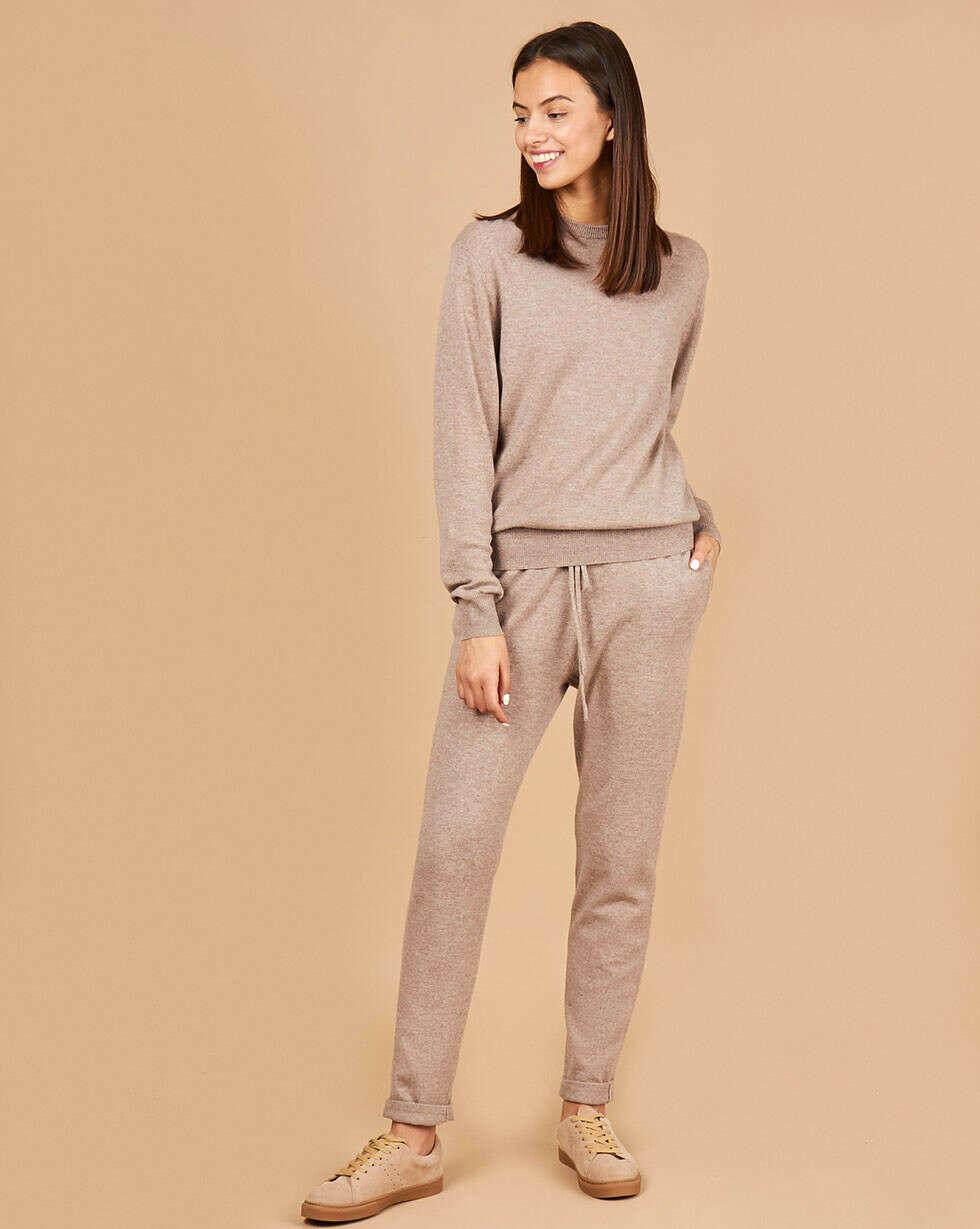 Костюм: свитер и брюки