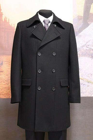 Пальто двубортное с большим воротником
