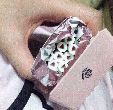Попробовать много разных сигарет