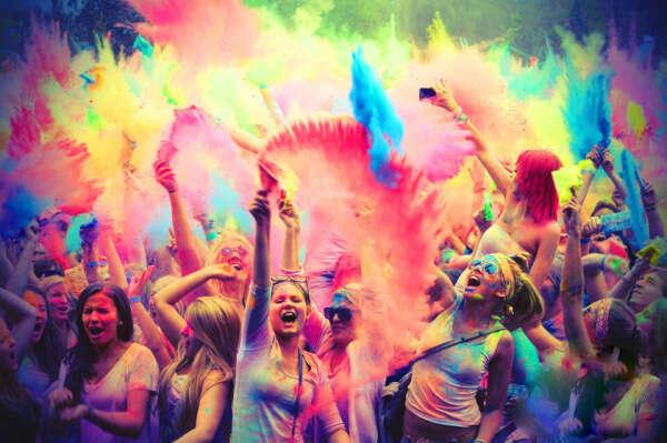 Сходить на фестиваль красок