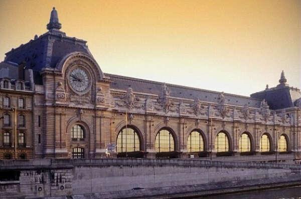 Посетить музей импрессионистов Д'Орсэ в Париже.
