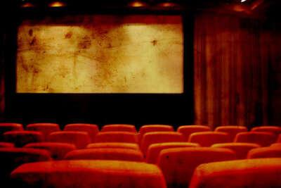 Целоваться на последнем ряду кинотеатра