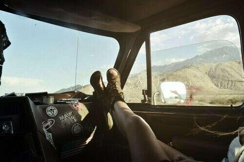 Путешествовать автостопом или на машине
