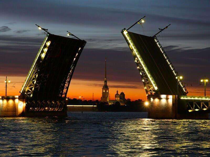 Увидеть разводные мосты