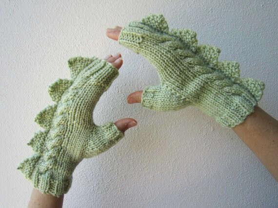 Варежки-драконы