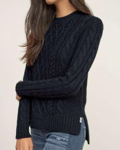 Черный вязанный свитер