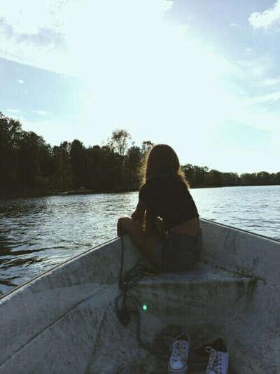 Покататься на лодке по реке