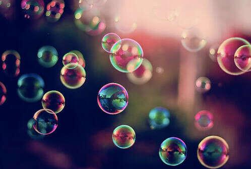 Пускать пузыри с балкона
