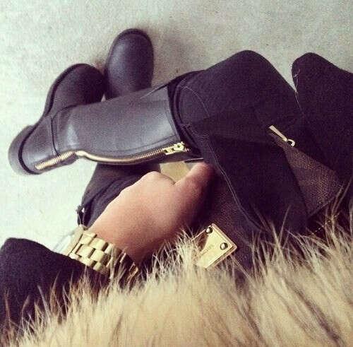Черные сапоги :)