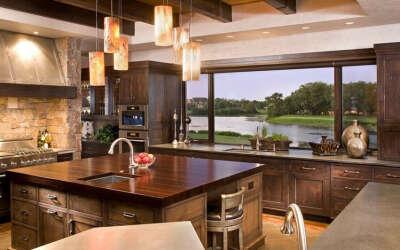 Большое окно на кухне в своём доме