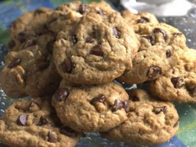Домашнее печенье с шоколадом и орехами