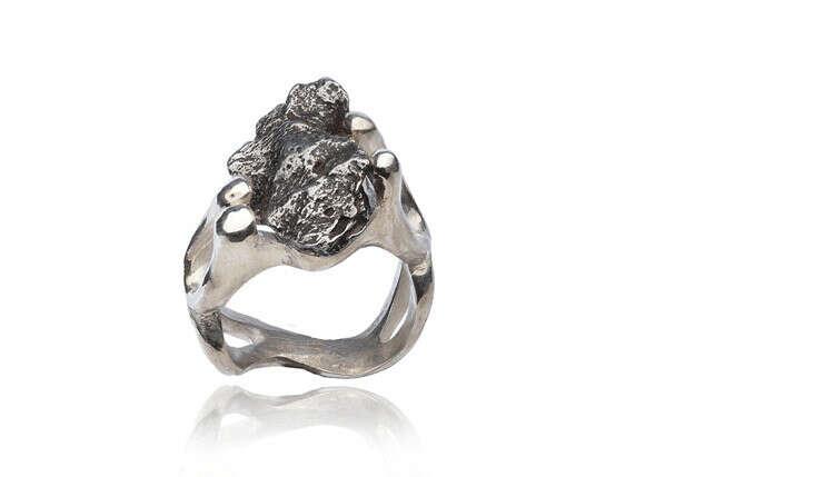 Кольцо с метеоритом
