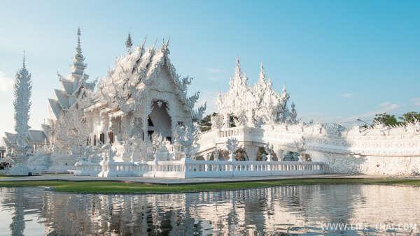 Посетить храм Ват Ронг Кхун в Таиланде