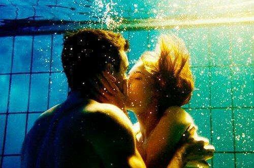 поцелуй под водой