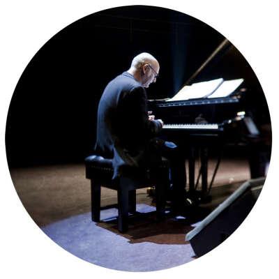 хочу на концерт композитора Людовико Эйнауди