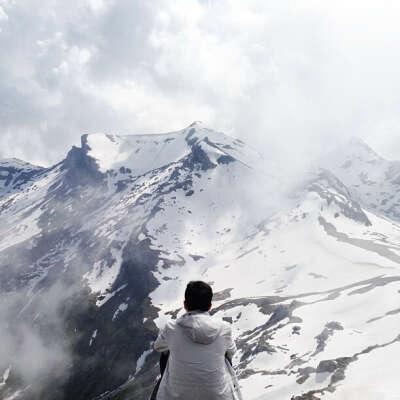 очутиться  в горах