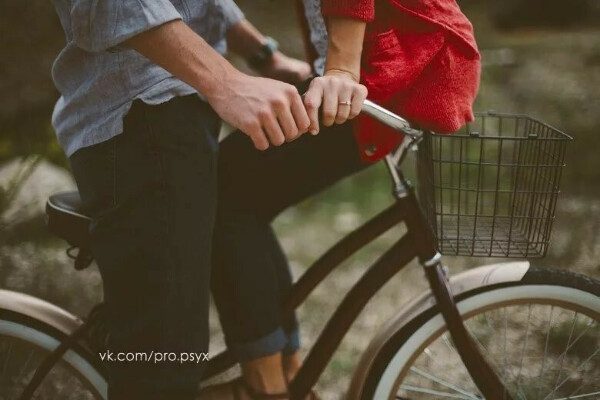Покататься на велосипеде с любимым)))