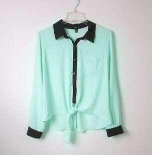 Мятная рубашка с чёрным воротом и манжетами