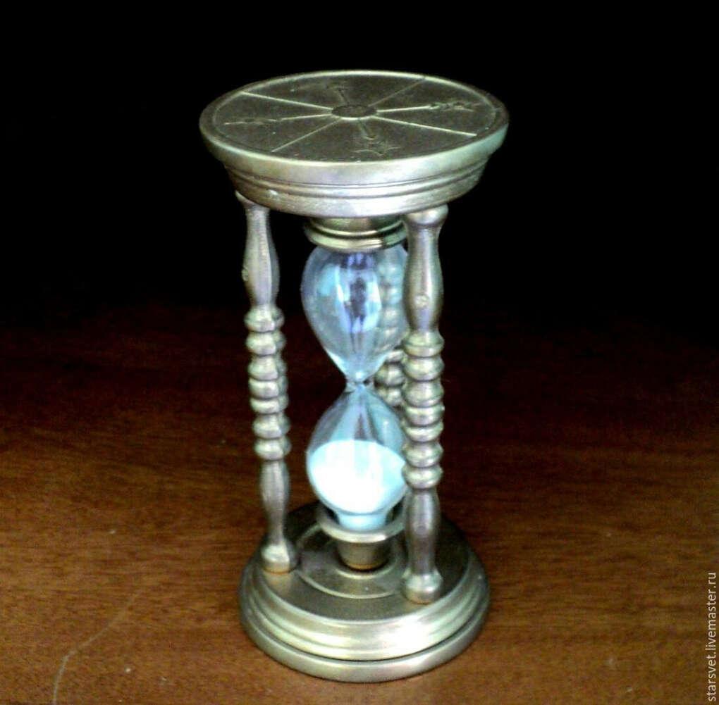 Антуражные песочные часы