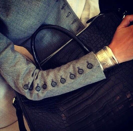 стильный серый пиджак