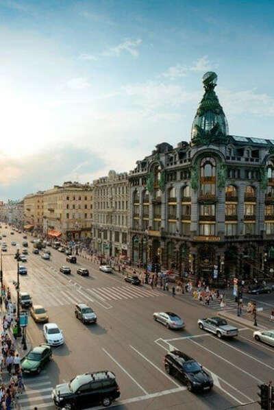 Поехать в Петербург