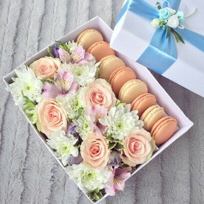 Цветочно-конфетный подарочек