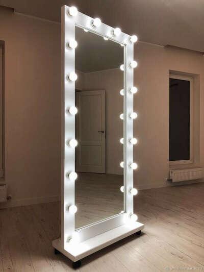 Напольное зеркало с подсветкой