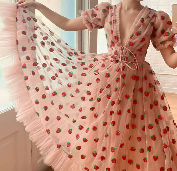 Strawberry dress (pink)