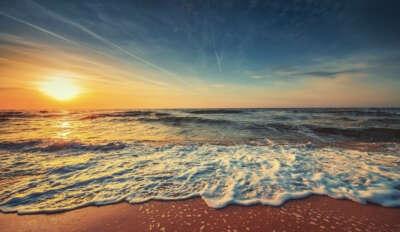 Гуляю по чистому песочному пляжу и наслаждаюсь расчётом на море.