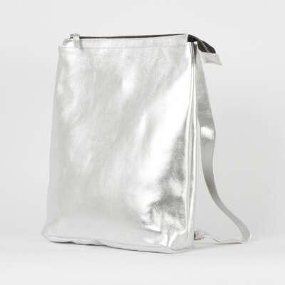 Серебристый рюкзак планшет из гладкой кожи