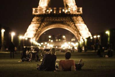 Поцеловаться под эйфелевой башней