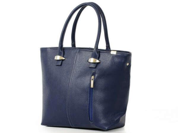 Новую сумку. Синюю.