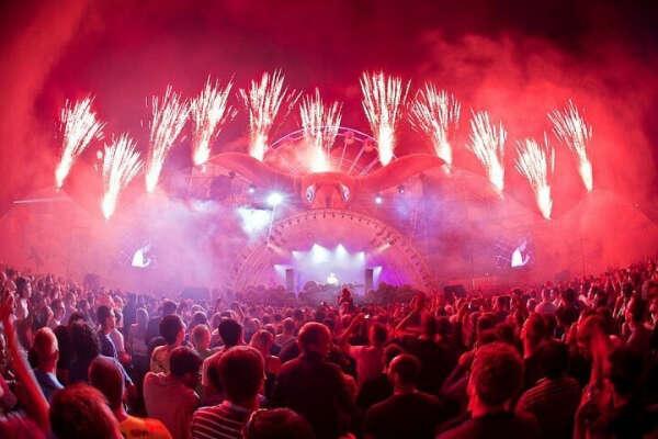Побывать на музыкальном фестивале