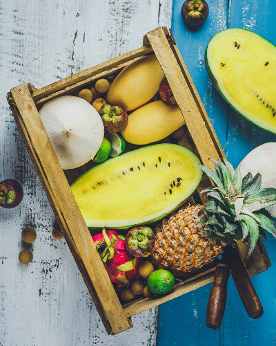 Коробка тропических фруктов