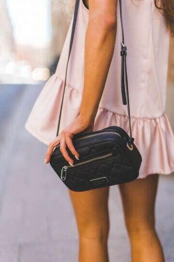Маленькую сумку через плечо