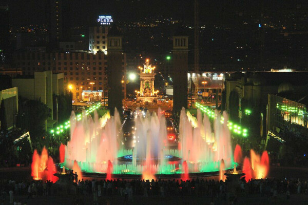 Увидеть поющий фонтан Монжуик, Барселона